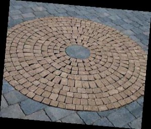 Block paving laying patterns - Circular feature with tumbled setts