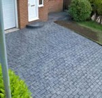 Cobble-effect-pattern-imprinted-concrete-driveway