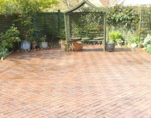 Imprinted concrete 5 main points - Reduce maintenance - Old brick basket weave